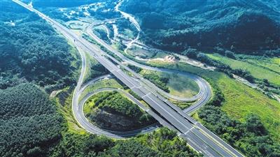 """三亚聚焦          北面,正在建设的""""山海高速""""从五指山出发,斜穿保亭"""